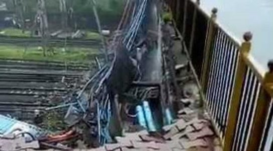 over bridge collapse near Andheri station